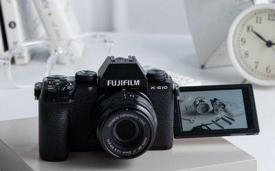 Fujifilm X-S10 Adalah Penerus X-T30 dalam Bahasa Desain yang Berbeda